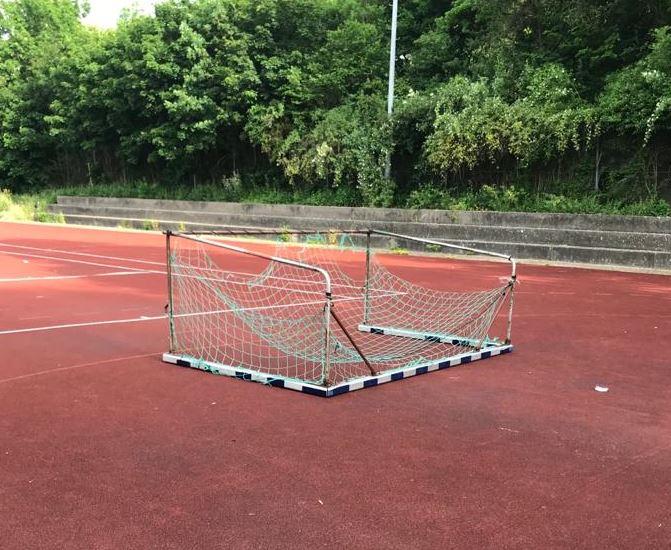 Vandalismus Tennis-Hartplatz # Update